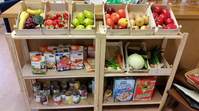 De 'supermarkt' waar de leerlingen kunnen winkelen.