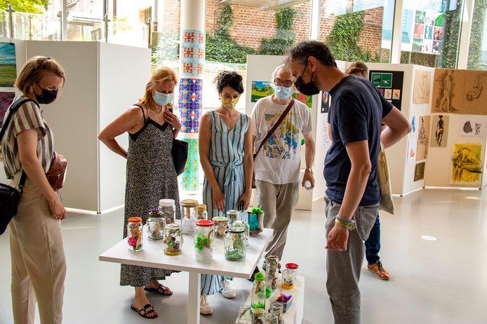 De kunstroute in Asse is uitgestippeld langs verschillende handelaars.