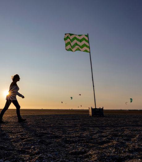 Westlandse vlag wappert sinds kort op de Zandmotor: Wat is hier aan de hand?