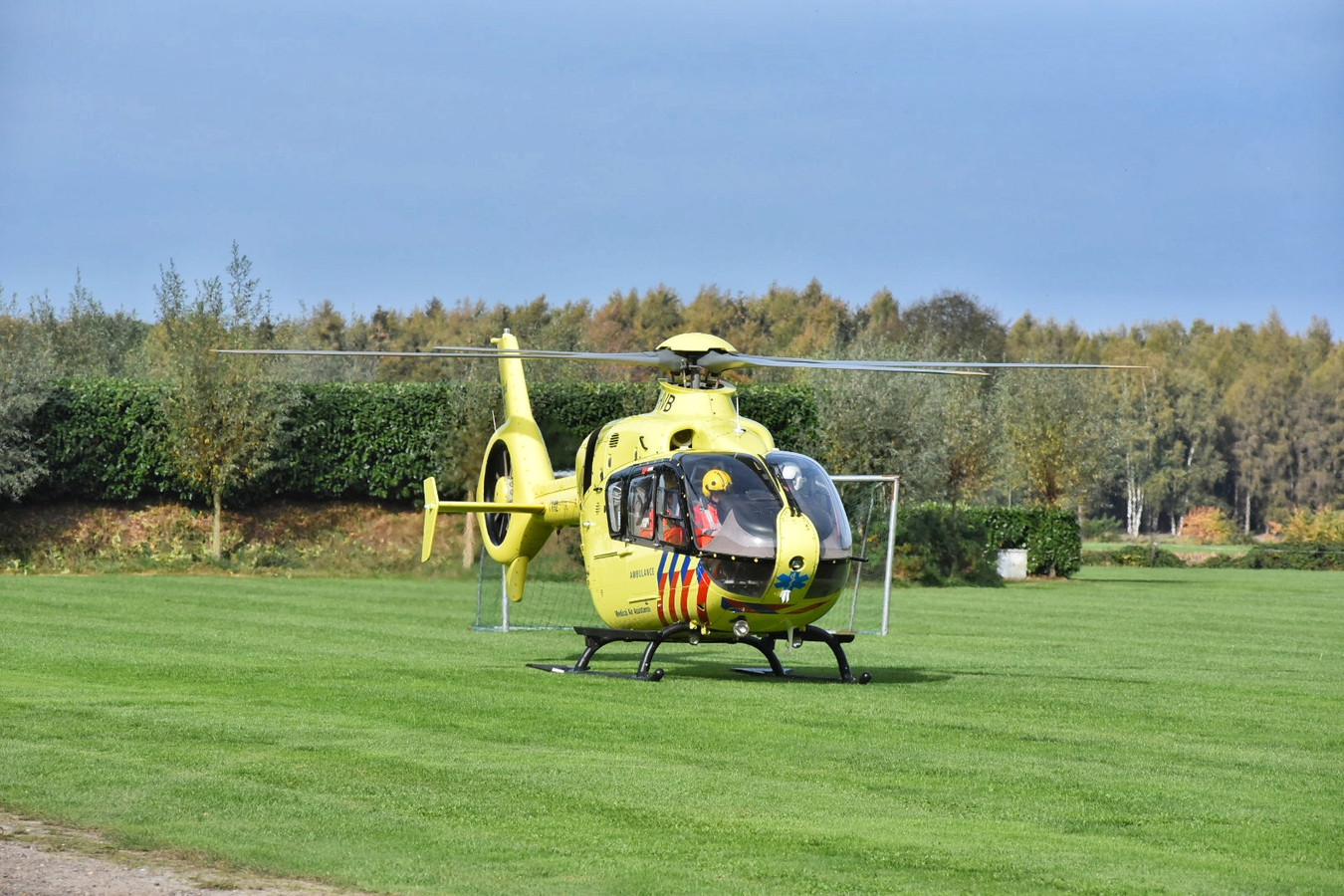 Traumahelikopter geland na incident met springkussen in Esbeek
