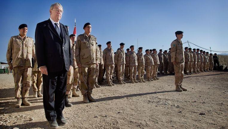 Minister van Defensie Hans Hillen op bezoek bij de troepen in Afghanistan. Beeld anp