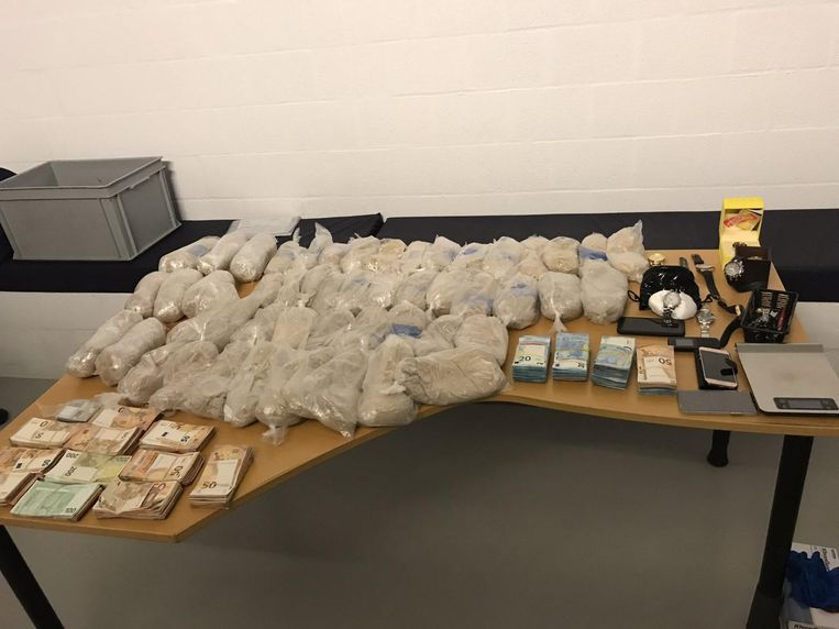 De buit: 22 kilo heroïne en cannabis, 75.000 euro cash en luxe-artikels zoals uurwerken.