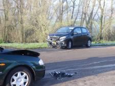 Twee personenauto's total loss na aanrijding in Wamel