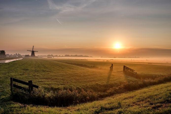 Typisch Groene Hart: de zonsopkomst op de warmste septemberdag in Aarlanderveen.
