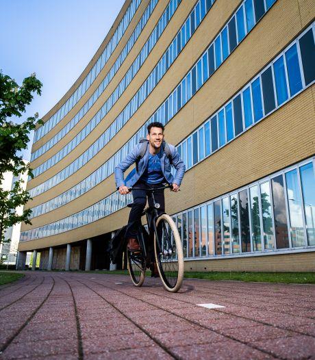 Ex-wielerprof is nu fietsburgemeester: 'Het is druk met fietsers, maar beter dat dan thuis op de bank'