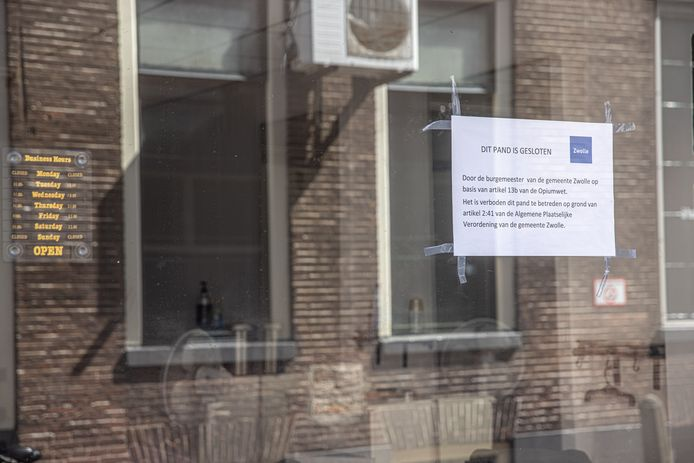 Een kapperszaak in de Korte Kamperstraat in Zwolle is op last van de burgemeester gesloten vanwege de Opiumwet.