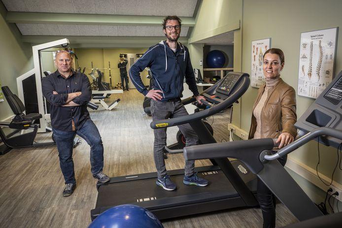 Fysiotherapeuten vinden dat de nazorg voor coronapatiënten beter kan worden geregeld. Op de foto vlnr Robin Koertshuis, Ruud Wilens en Annet Rouweler.