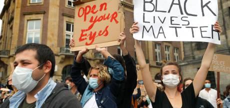 De Dam volgepakt met demonstranten tegen Amerikaans politiegeweld