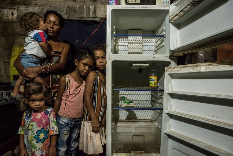 Leidy Cordova, 37, with four of her five children at their home in Cumana, Venezuela. (Meridith Kohut/The New York Times) Beeld MERIDITH KOHUT