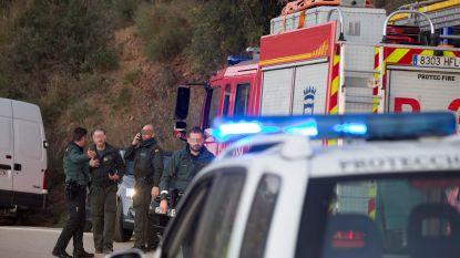 Spaanse reddingswerkers zetten alles op alles om peutertje die in put viel te redden, maar de klok tikt verder