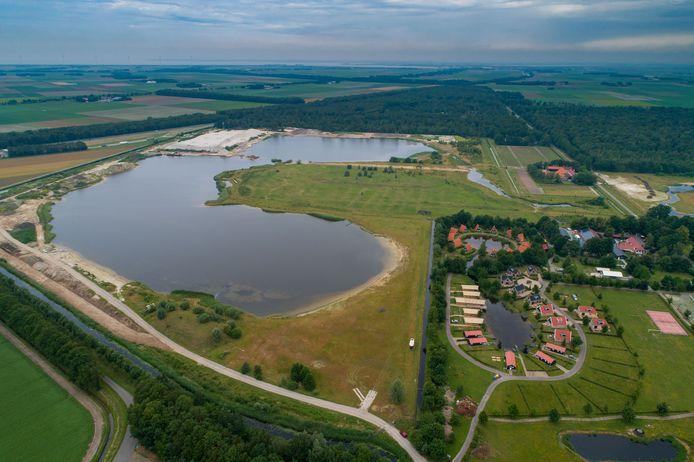Natuurgebied Schotertocht met vakantiepark Eigen Wijze aan het Schoterpad.