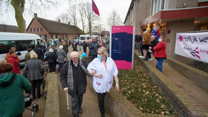 Bewoners De Heegt krijgen heldenonthaal bij terugkeer in Geffen: 'Ge kent ut nie terug!'