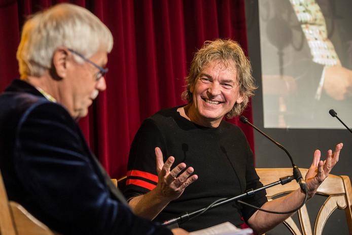 Archieffoto van jubileumuitvoering van Spraakvermaak met als gast Matthijs van Nieuwkerk.