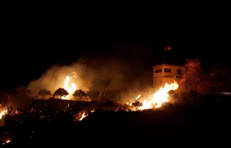Een foto van een van de Syrische observatieposten kort na de Israëlische aanval. (24/07/2020) Beeld EPA