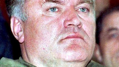 """""""Kusjes van papa Ratko"""": oorlogsmisdadiger Mladic belt stiekem met Servische tv-show"""