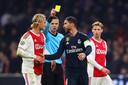 Sergio Ramos pakte vorig seizoen een bewuste gele kaart tegen Ajax. Daar kreeg hij flink spijt van.