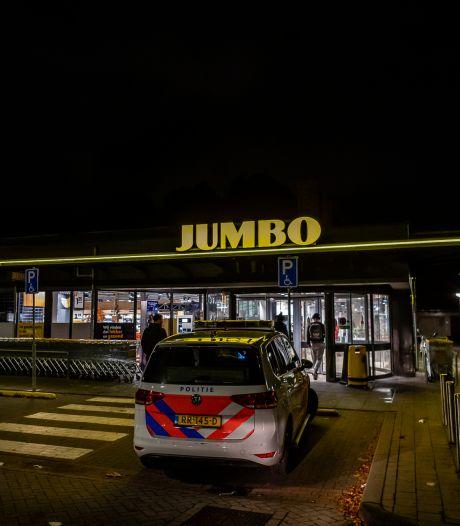 Klanten jagen gewapende overvaller weg uit supermarkt in Tilburg