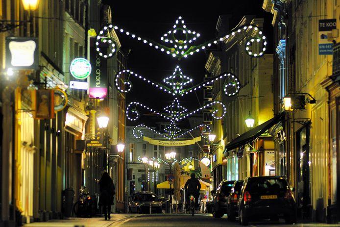 De sfeerverlichting in Bergen op Zoom is twintig jaar oud en aan vervanging toe. Ondernemersclub Sterck wil dit jaar gedeeltelijk nieuwe verlichting kopen.