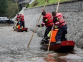 Brandweerlieden in bootjes redden levens in België: 'Mensen vlogen ons om de hals'