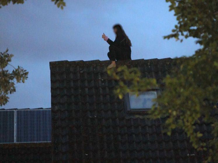 Vrouw moet door brandweer van dak gered worden in Brabantse Haaren
