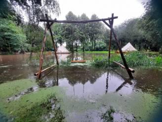 """Glampingterrein Ark van Noë naast Kleine Nete loopt volledig onder water: """"Bang afwachten hoe waterstand komende uren evolueert"""""""