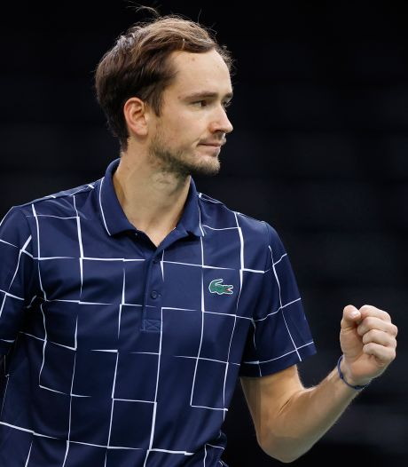 Medvedev ten koste van Raonic naar finale in Parijs