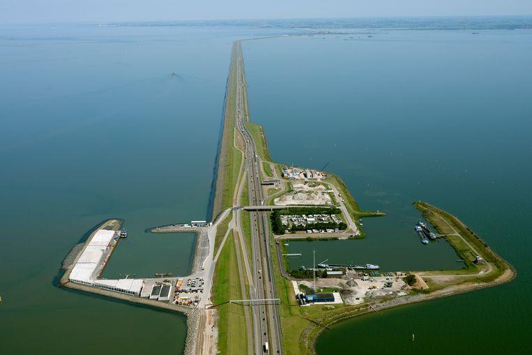De renovatie van de Afsluitdijk is een van de projecten van Van Oord.  Beeld Hollandse Hoogte