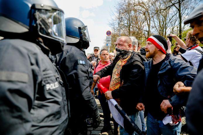 Het kwam tot groot protest in de Duitse hoofdstad van demonstranten die vinden dat de wetswijziging indruist tegen de grondrechten.