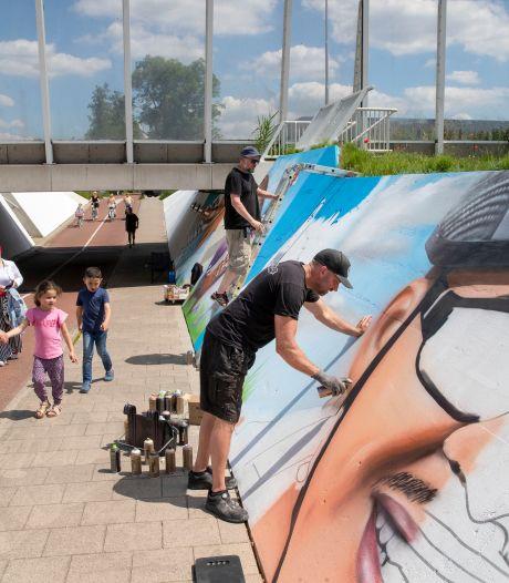 'Vet mooi': Veenendaalse fietstunnel verandert in een kunstwerk