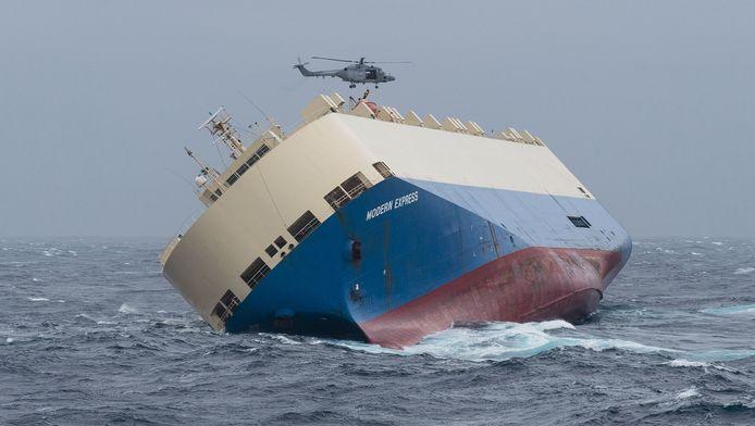 Het Nederlandse bedrijf Smit Salvage heeft met een spectaculaire berging de Europese kust behoed voor een milieuramp.