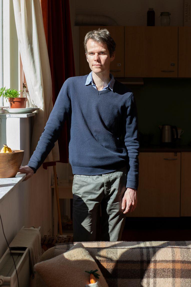 Robbert Welagen: 'Rouw heeft vast allerlei fases: ontkenning, woede, enzovoort. Maar daar heb ik me totaal niet in verdiept. Ik schrijf puur vanuit mijn verbeelding, op gevoel.' Beeld Jildiz Kaptein
