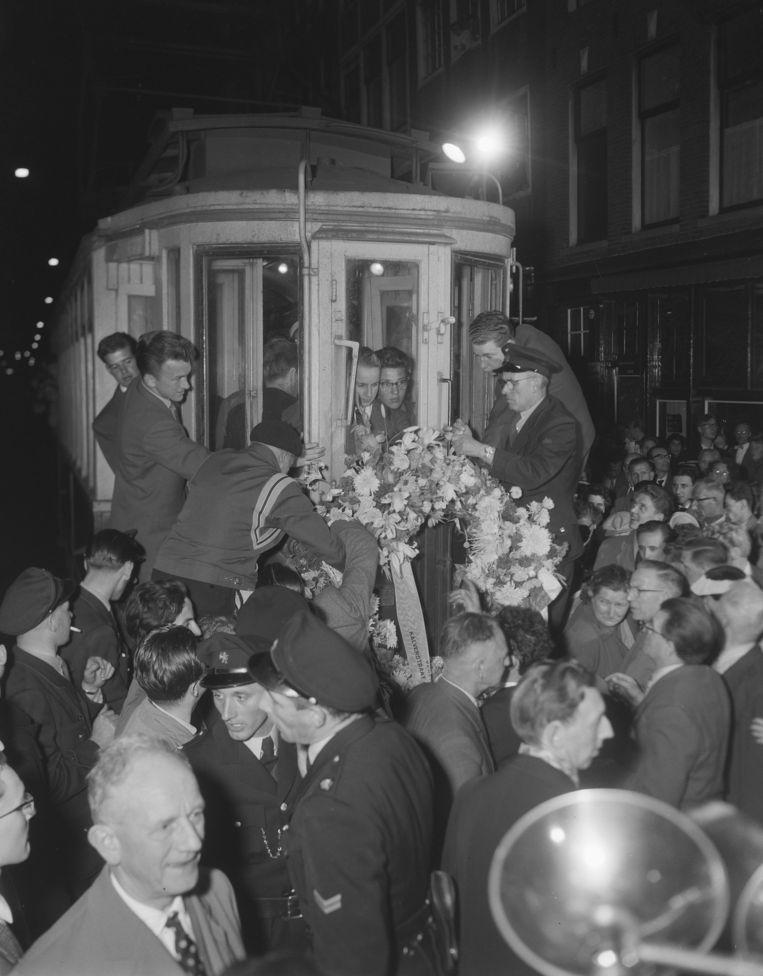 Laatste rit van de Haarlemse blauwe tram naar Zandvoort.   Beeld Harry Pot/Anefo