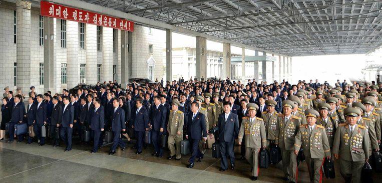 Partijleden arriveren in Pyongyang voor het partijcongres. Beeld AFP