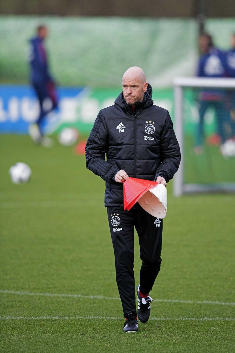 Erik ten Hag tijdens de training van Ajax. Beeld ANP