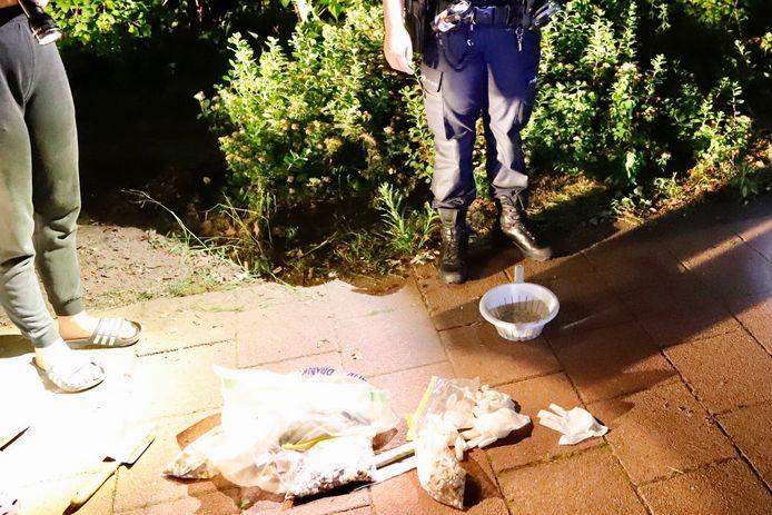 Een deel van de gisterenavond gevonden pillen in Cuijk.