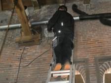 Hoogtevrees-klusje in Sint-Michielsgestel: het uurwerk van de kerk is gerestaureerd