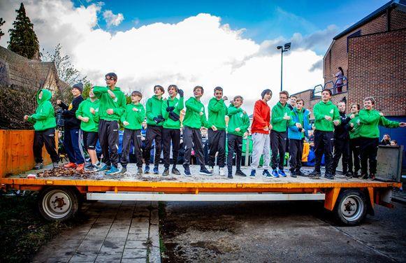 De U15 van KDN United voerden een dansje uit voor de run.