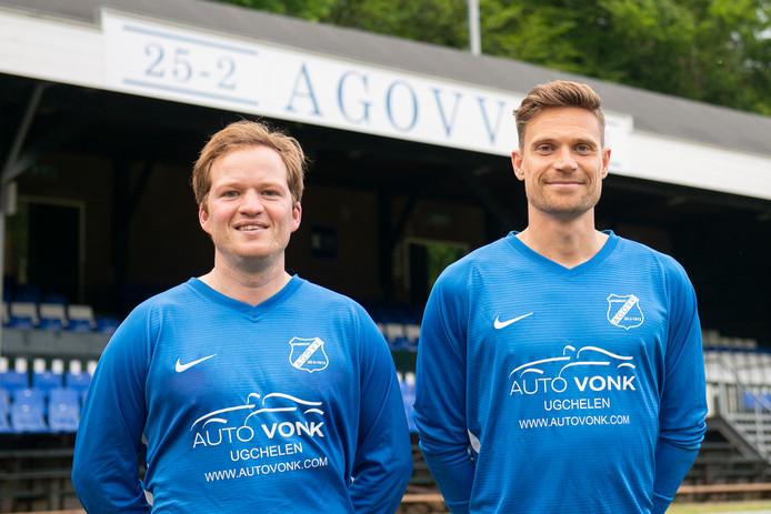 Julius Wille (l) en Bas Ent spelen komend seizoen in het blauw van AGOVV.
