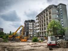 Zo verloopt de sloop van de 'puist van Eindhoven: sproeiers voorkomen dat stofwolk door de binnenstad trekt