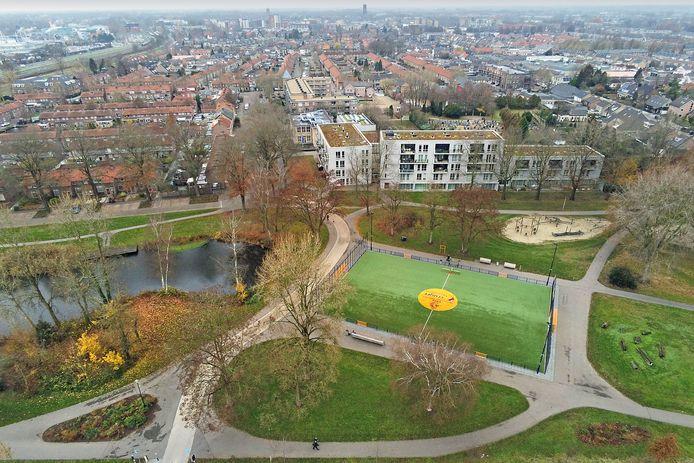Op en rondom  Cruijffcourt in de Schadewijk is zondag 12 september van alles te doen voor bewoners van de wijk.
