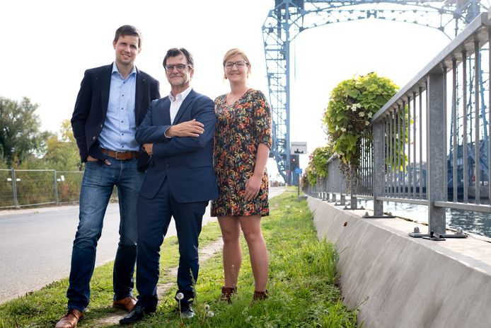 WILLEBROEK - Bavo Anciaux (Open VLD), Eddy Bevers (NV-A) en Maaike Bradt (CD&V) in betere tijden.