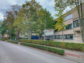 """Hamburgergevecht op opendeurdag van Brugse school levert ouderpaar celstraf en werkstraf op: """"Bijzonder ernstige feiten"""""""