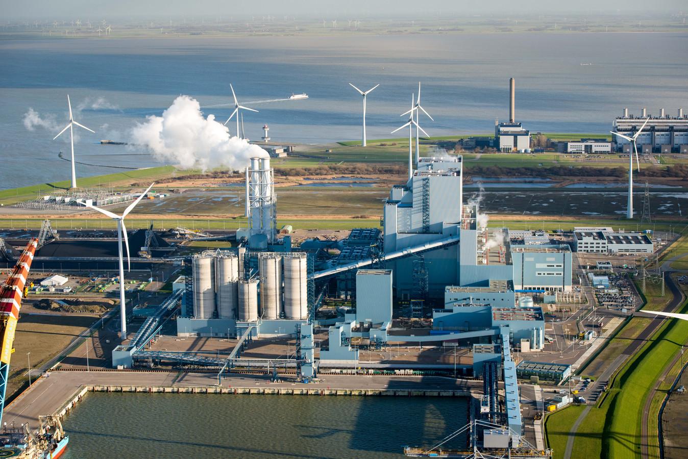 De RWE-centrale in de Eemshaven.