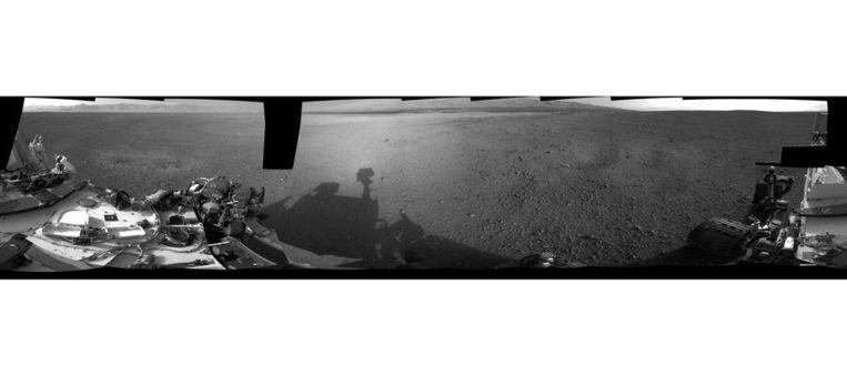 De panoramafoto die Curiosity gisteren naar aarde stuurde. Beeld afp