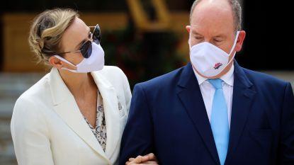 Van kille kus op de wang tot affectie in het openbaar: het hobbelige liefdesparcours van Albert en Charlène van Monaco