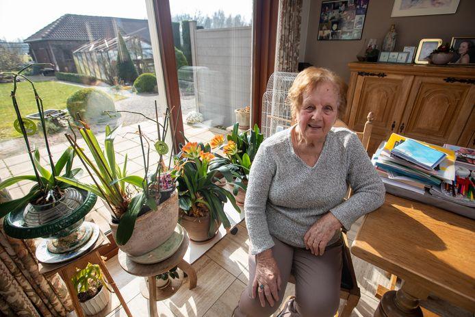 Jeanne Bollen (89) uit Hasselt staat te popelen om haar uitnodiging voor haar eerste coronaprik te ontvangen.