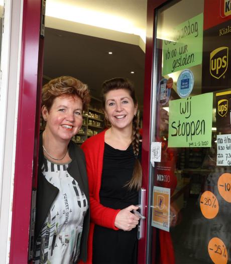 'De meisjes' in Oostburg sluiten tabakszaak: 'Het is hier een café zonder tap'