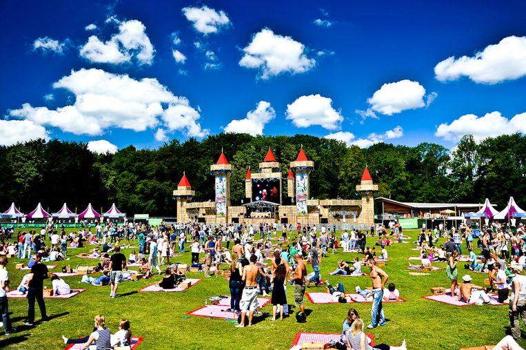 Bezoekers genieten van een picknick op festival A Day at the Park tijdens een voorgaande editie. Beeld A Day at the Park