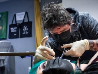 """Voodoo Piercing Hasselt mag eindelijk weer klanten ontvangen: """"De agenda zit de komende weken al helemaal vol"""""""