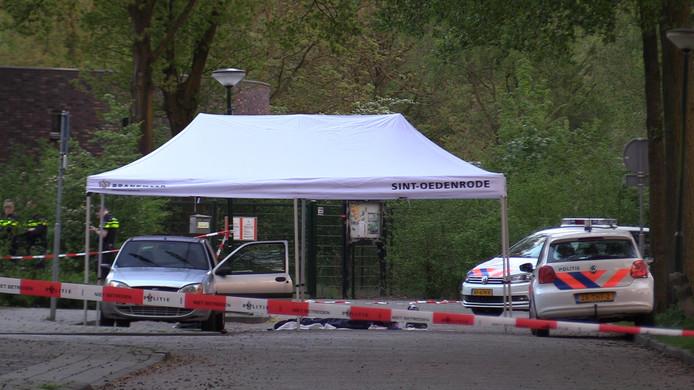 Archieffoto: onderzoek aan de Renate Rubinsteinstraat de dag na de moord op Daan Hoefs.